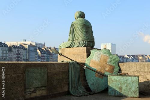 Fotografía Helvetia statue on the Rhine in Basel