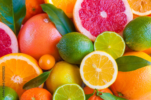 Papiers peints Fruits Various citrus fruits (orange, grapeftuit, lemon, mandarine, lime)