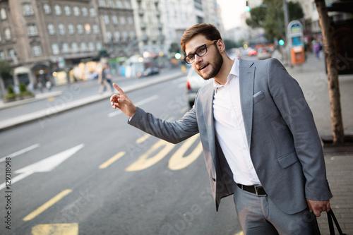 Fotografia, Obraz Business hailing cab in city