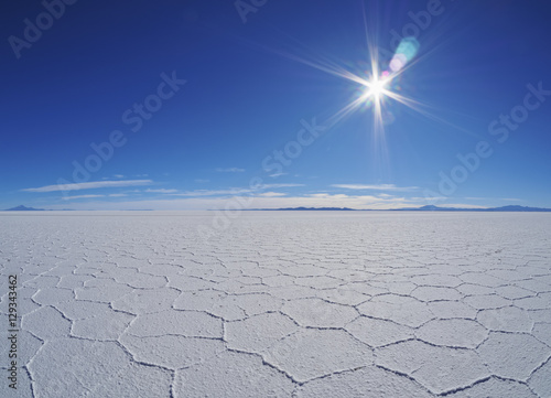 Fotografía  Bolivia, Potosi Department, Daniel Campos Province, View of the Salar de Uyuni, the largest salt flat in the world