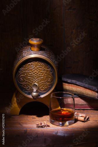 szklanki-whisky-spicery-ksiazki-i-maly-barre
