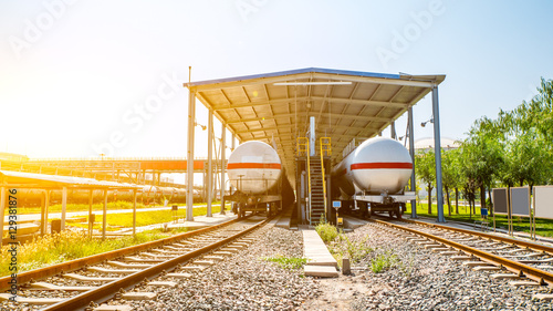 Foto auf AluDibond Bahnhof railroad with tank train at sunrise