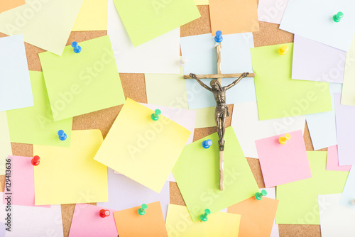 Crucifix with jesus on the cross on notice board in office Fototapet