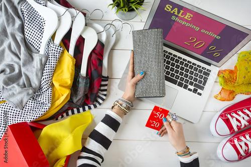 Fototapeta Woman shopping on internet obraz