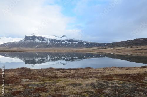 Poster Reflexion Beautiful Snow Covered Mountain Reflecting in Water