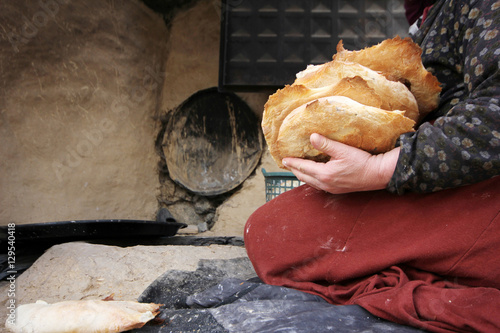 Photo sur Aluminium Moyen-Orient Bread making, Turkey