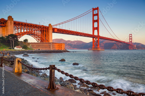 Spoed Foto op Canvas San Francisco San Francisco. Image of Golden Gate Bridge in San Francisco, California during sunrise.