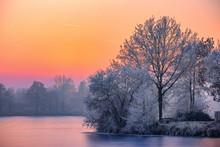 Winterzauber 3 / Der Thielenburger See In Dannenberg (Wendland, Niedersachsen). Aufgenommen Während Der Sonnenuntergangszeit Vom 5. Dezember 2016.