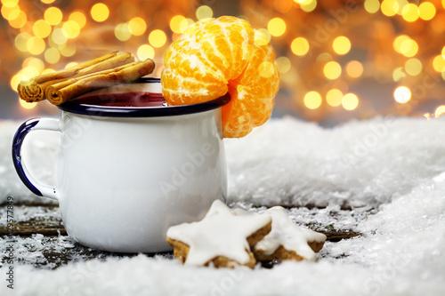 Glühwein mit Mandarine und Zimt