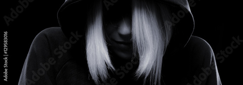 Fotografía  Mystery girl hiding her face under the hood
