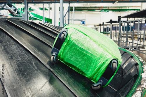 Obraz na plátně  Baggage on conveyor belt