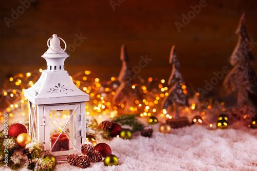 weihnachten laterne mit dekoration im schnee kaufen. Black Bedroom Furniture Sets. Home Design Ideas