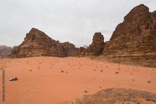 Fotobehang Midden Oosten Mountains of Wadi Rum, Jordan