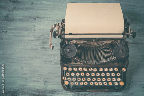 Staande foto Retro Old black typewriter with paper