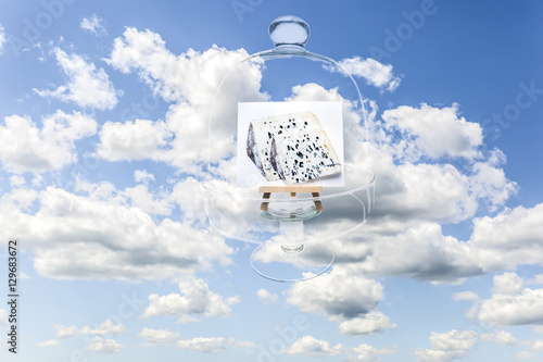 Photo  Surrealistic image of blue cheese covered by transparent French cheese glass bel