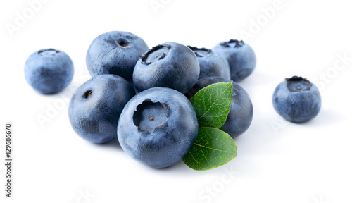 Fototapeta Blueberry. Fresh berries with leaves isolated on white backgroun obraz