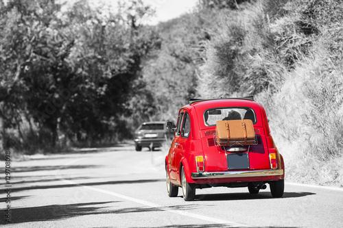 Fotografia, Obraz  Auto storica rossa con sfondo in bianco e nero