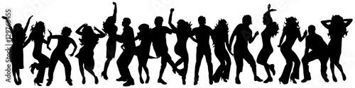 szczesliwi-tanczacy-ludzie-na-bialym-tle