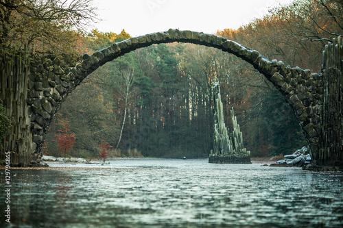 Fényképezés  Rakotzsee with Rakotz bridge (Rakotzbrucke) in Rhododendron park, Kromlau, Germa