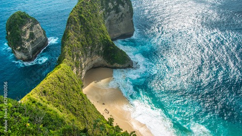 Montage in der Fensternische Bali Manta Bay or Kelingking Beach on Nusa Penida Island, Bali, Indonesia