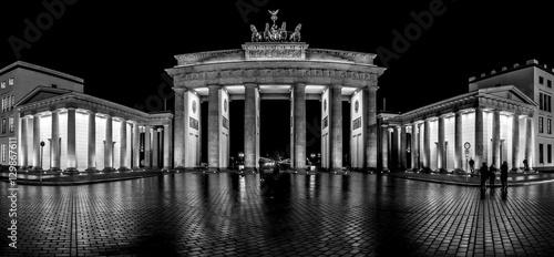 Zdjęcie XXL Brama Brandenburska. Berlin. Widok panoramiczny. Czarny i biały.