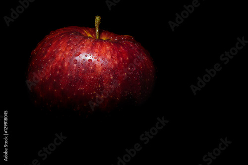 Fotografía  red apple on a black background