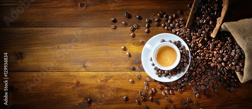 Obraz Espresso and coffee beans - fototapety do salonu