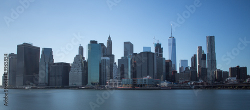 Photo  New York financial district with skyscrapers over East River