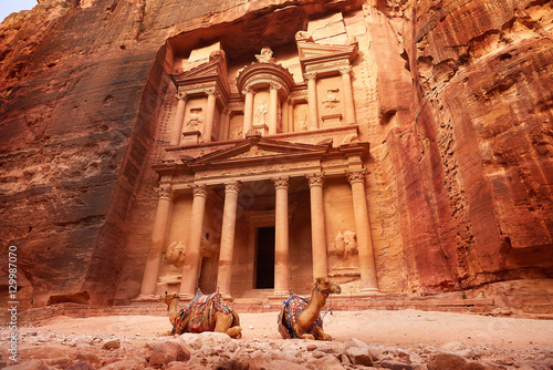 Fototapeta Al Khazneh - the treasury, ancient city of Petra, Jordan