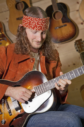 Spoed Foto op Canvas Muziekwinkel Man playing electric guitar
