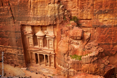 Fotobehang Midden Oosten Al Khazneh - the treasury, ancient city of Petra, Jordan
