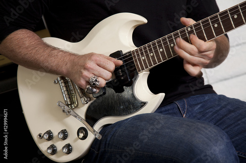 Spoed Foto op Canvas Muziekwinkel Close-up of mid adult man's torso playing guitar