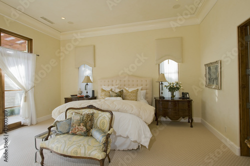 Foto auf AluDibond Boho-Stil View of bedroom with side table and sofa