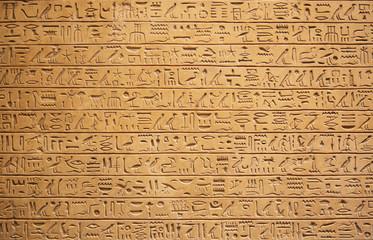 Hieroglify na ścianie