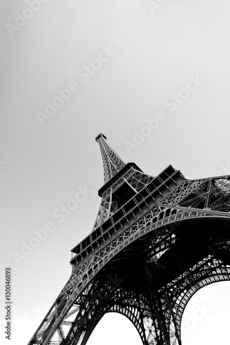 Foto op Aluminium Eiffeltoren Low Angle view of Eiffel Tower in Black and White