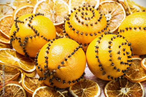 Dried Oranges And Oranges With Cloves Christmas Decorations Focus