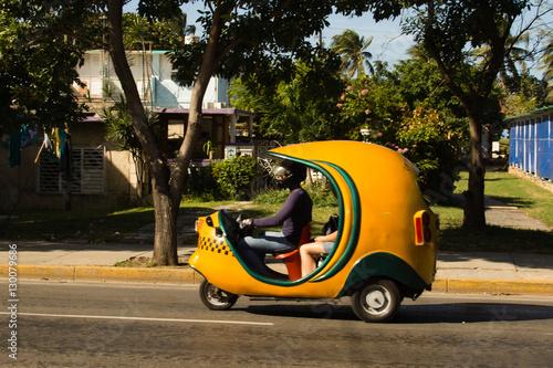 Photo  Carros Antigos em Cuba e outros tipos de transporte utilizados na ilha