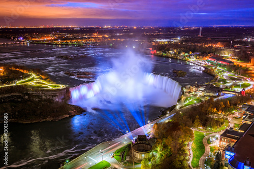 Foto op Aluminium Snoeien Bird View of Niagara Falls Canada and America during sunset