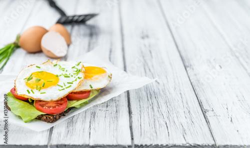 Deurstickers Gebakken Eieren Fried Eggs on a Sandwich