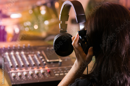 Photo Woman  holding headphone and  listening live sound