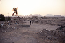 Ruins Construction, Crisis