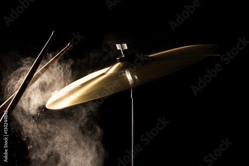 Fotografía  The drum stick hit on the crash