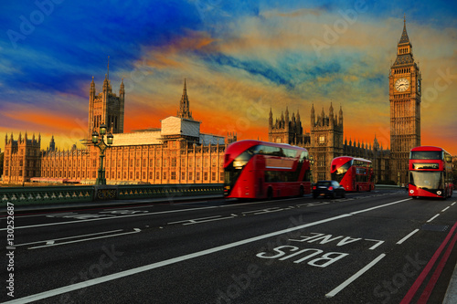Fotobehang Londen rode bus London, England, UK. Red buses blured in motion on Westminster bridge with Big Ben, the Palace of Westminster in early morning before sunrise.
