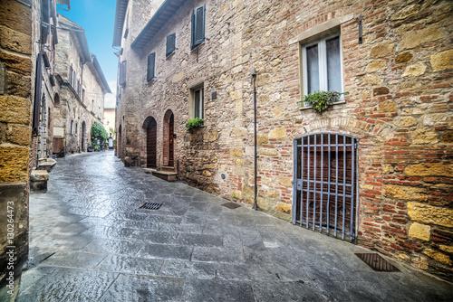 Plakat Narrow street in Montepulciano