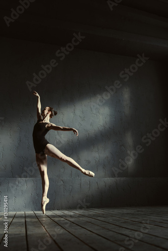 Fotografie, Obraz  Talented ballet dancer standing on the tiptoe in the studio