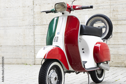Foto op Canvas Scooter Scooter italiano tricolore