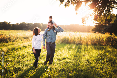 Photographie A family having fun in a big open field