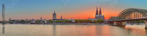 Köln Dom Panorama Skyline mit Rhein und Hohenzollernbrücke