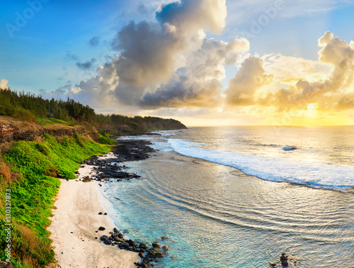 Poster Jaune de seuffre Beautiful beach at sunrise. Panorama