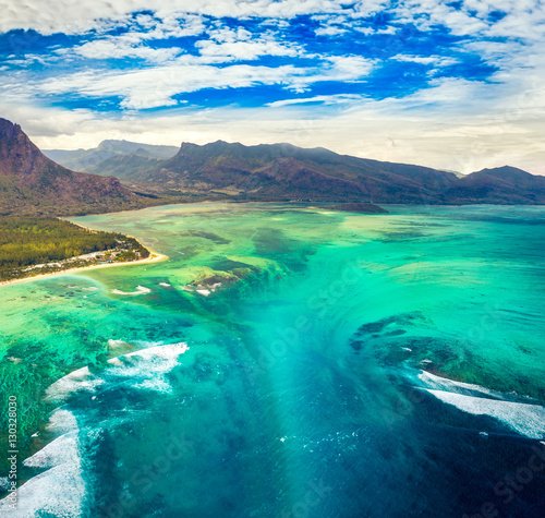 Vue aerienne Aerial view of the underwater waterfall. Mauritius